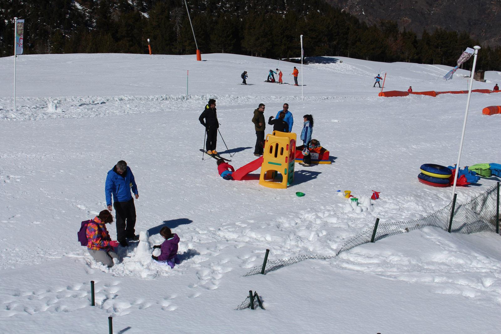¿Cómo debe ser una estación de esquí familiar?