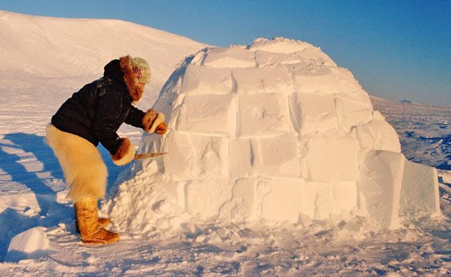 Construcción de un iglú inuit
