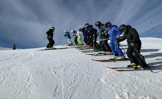 Aprende a esquiar con estos famosos trucos