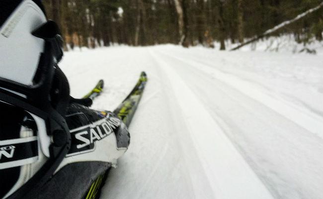 Cómo mantener los pies calientes esquiando
