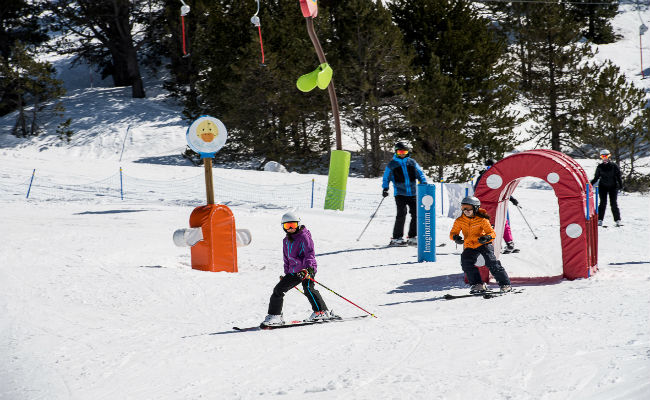 ¿Cómo es una estación de esquí amigable para niños?