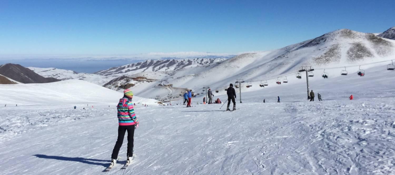 ¿Cómo elegir la ropa para esquiar de mujer?