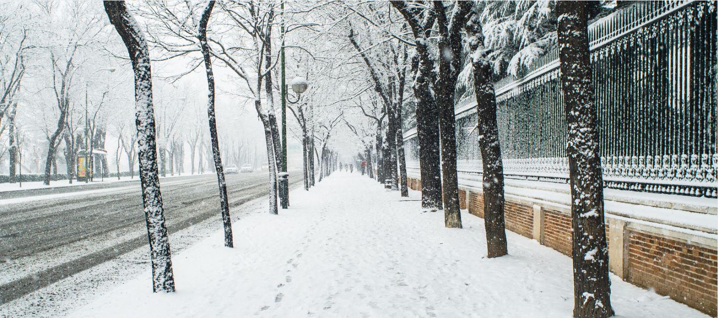 El centro de ski indoor Madrid Snowzone saca su máquina pisapistas a la calle