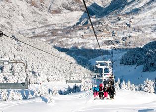 Las estaciones de Aramón acumulan espesores superiores a los 2 metros de nieve