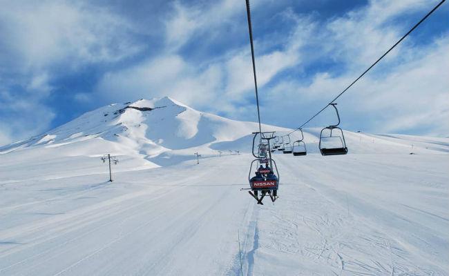 La Covid-19 paraliza la actividad en Chile y Argentina en un invierno con mucha nieve