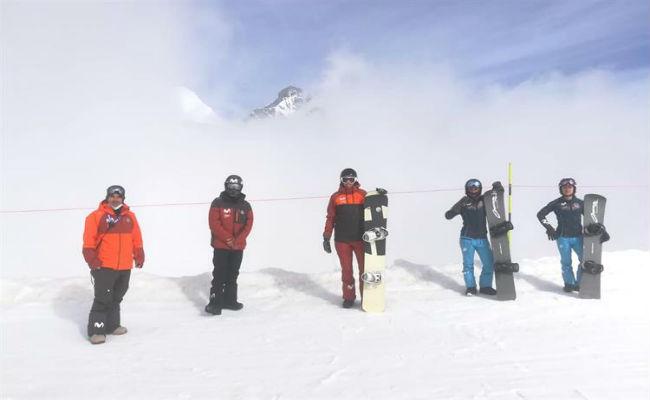 Los deportistas de la RFEDI ya entrenan en la nieve de Saas-Fee